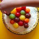 夏のワインパーティを盛り上げる!『ミニトマトとマスカルポーネのカラフル・タルト』