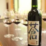 18mmの違いで異なる「ピノ・ノワール」「オークド・シャルドネ」2つのグラスから見えた、くずまきワイン「蒼」の輪郭線とは。