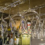 かさばりがちなワイングラスのお洒落な収納方法